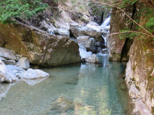 双門の滝の上流部水の色