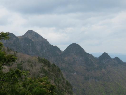 七曜岳からの大普賢岳方面の景色