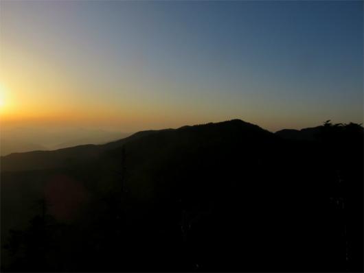 朝日と大普賢岳