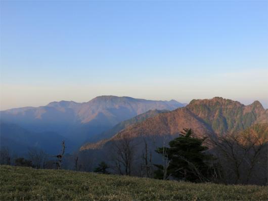 八経ヶ岳・弥山と稲村ヶ岳の展望