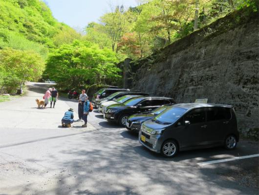 白倉トンネル付近にあるみたらい渓谷無料駐車場