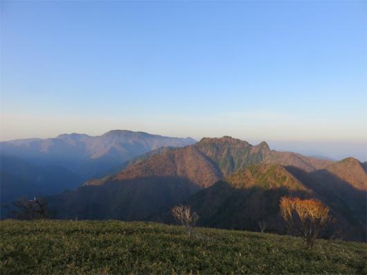 山上ヶ岳から八経ヶ岳・弥山・双門の景色