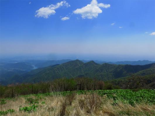 大山三峰と宮ヶ瀬湖