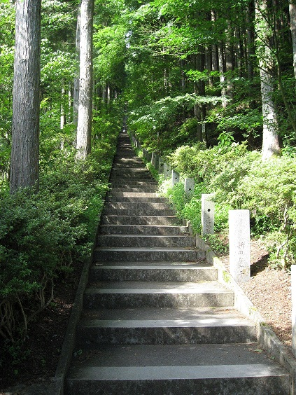 石割神社長い階段
