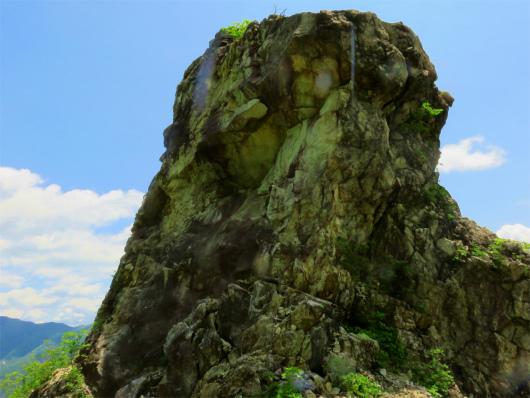 ローソク岩デカイ
