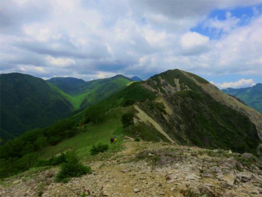 手前が沢入山、奥がオロ山、さらに奥に庚申山と皇海山