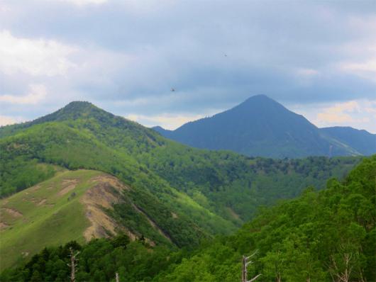 皇海山とオロ山