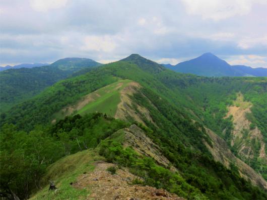 右が皇海山、真ん中がオロ山、左が庚申山