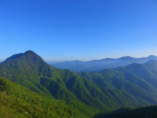 皇海山から延びる稜線