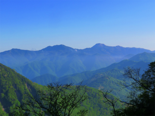 鋸山ルートから日光白根山景色
