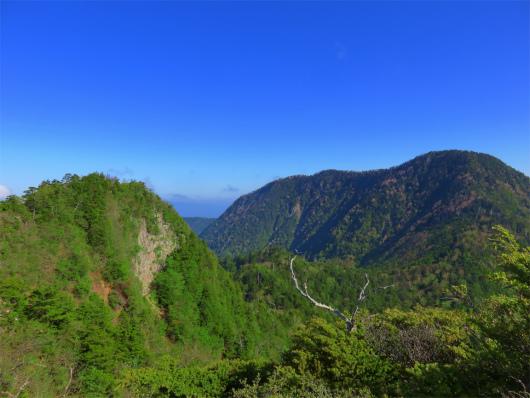 鋸山と皇海山景色