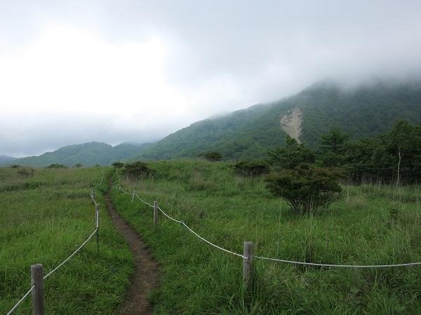 湯ノ沢峠雁ヶ腹摺山