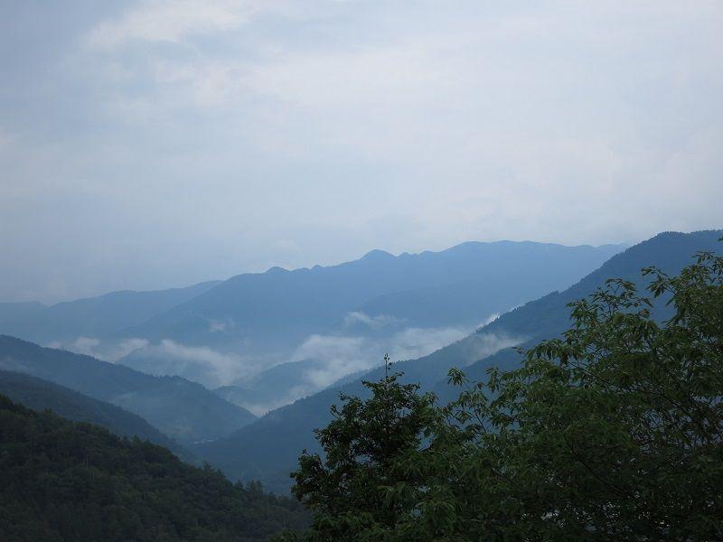 滝子山・本社ヶ丸方面岩殿山から景色