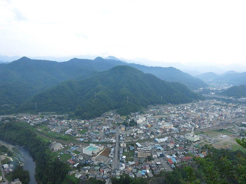岩殿山の山頂から大月市街
