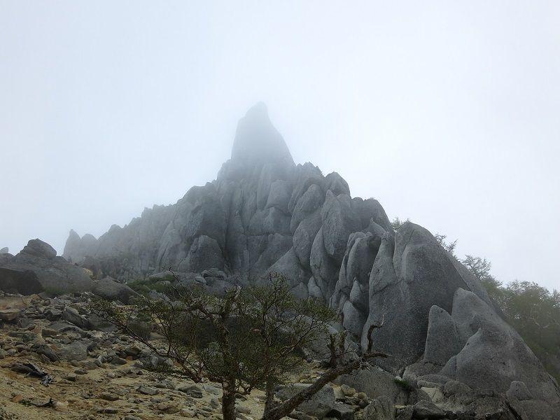 地蔵岳のオベリスク