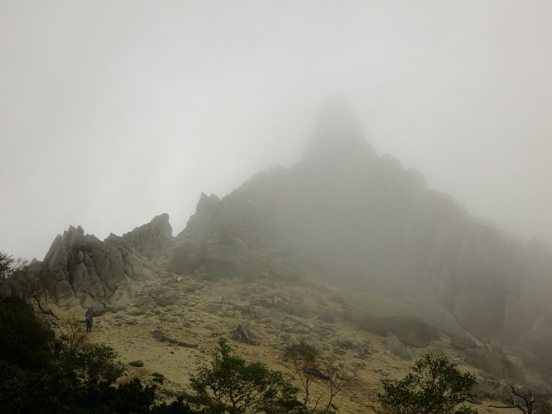 ガスガスの地蔵岳