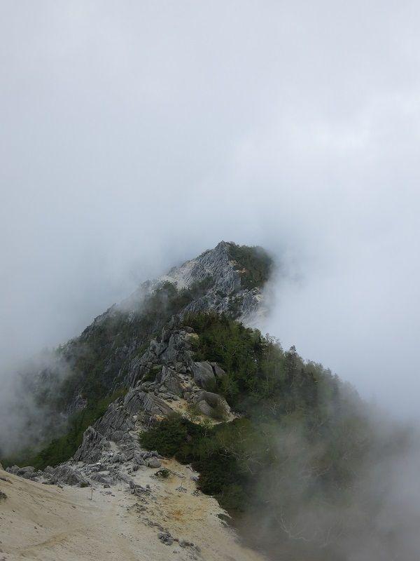 荒々しい頂地蔵岳
