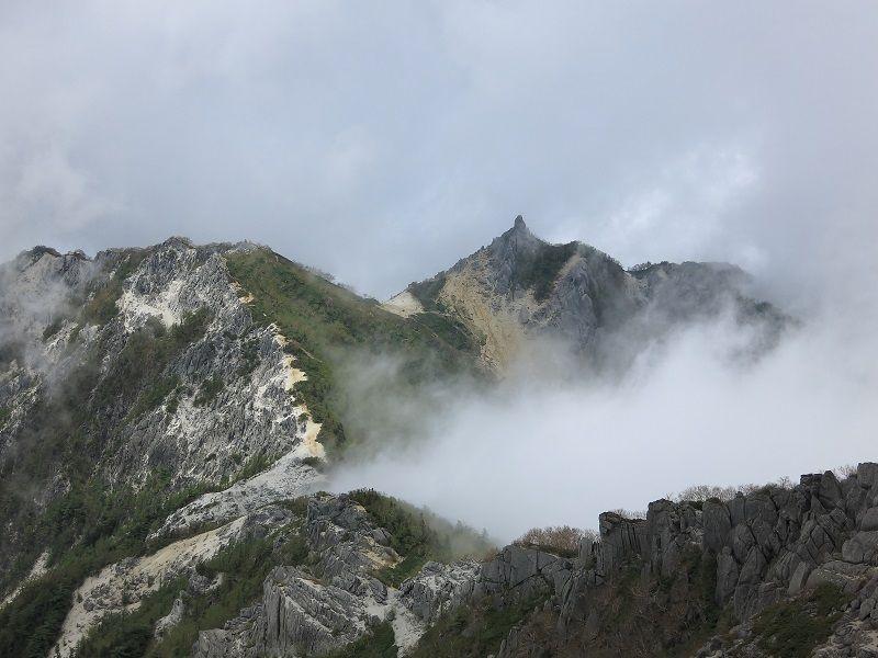 観音岳からみる地蔵岳のオベリスク