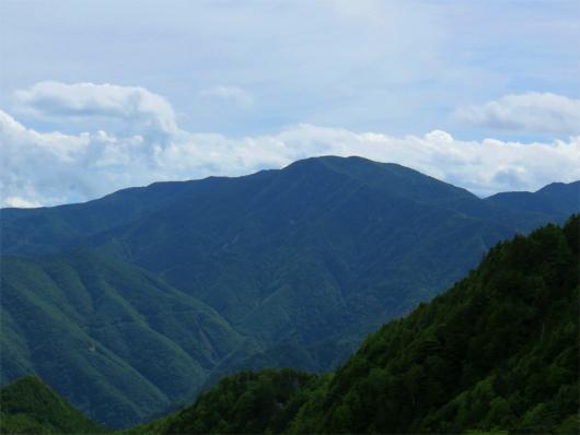 アップの北奥千丈岳
