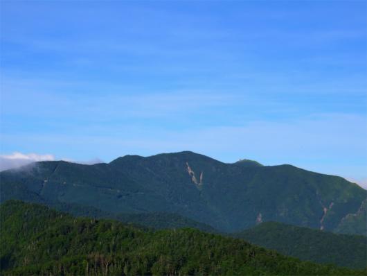 北奥千丈岳と、奥に金峰山の五丈石