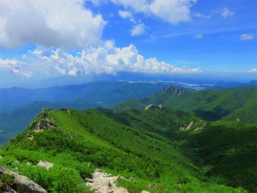 解放的な金峰山の稜線