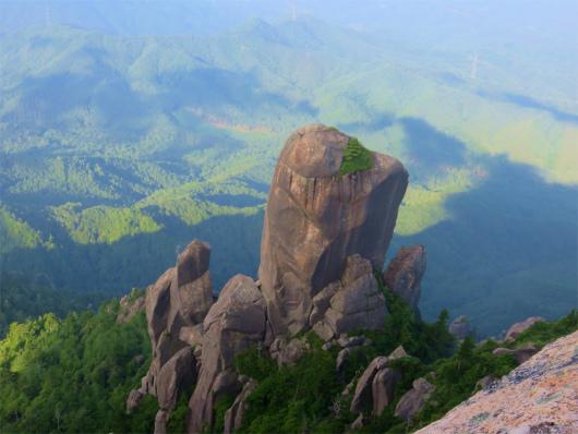 大やすり岩全景
