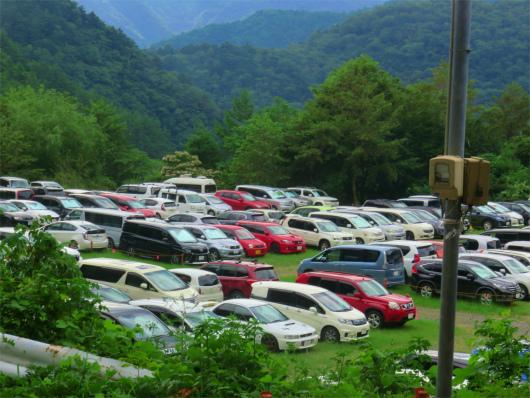 が畑薙ダム近くにある臨時駐車場