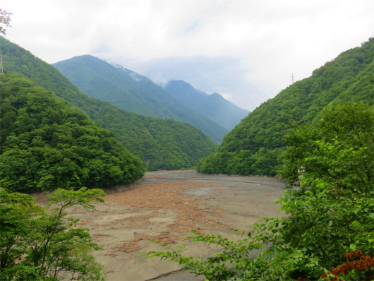 畑薙ダム付近山深い景色