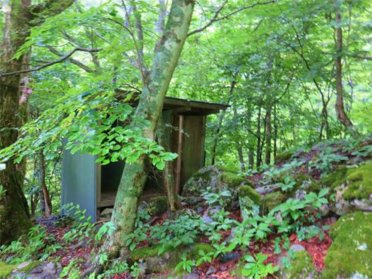 ウソッコ沢小屋のトイレ