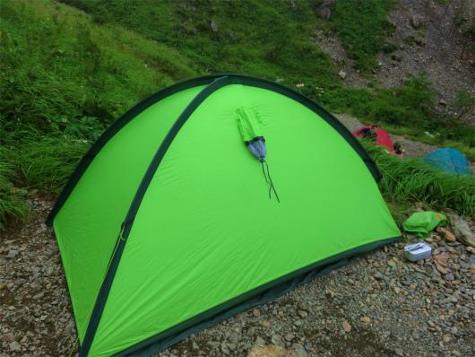 f茶臼小屋で自分のテント