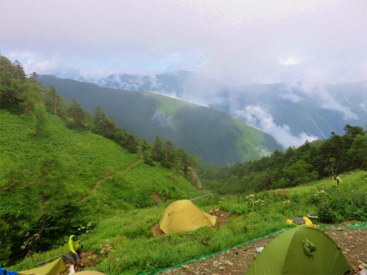 茶臼小屋のテント場からの景色