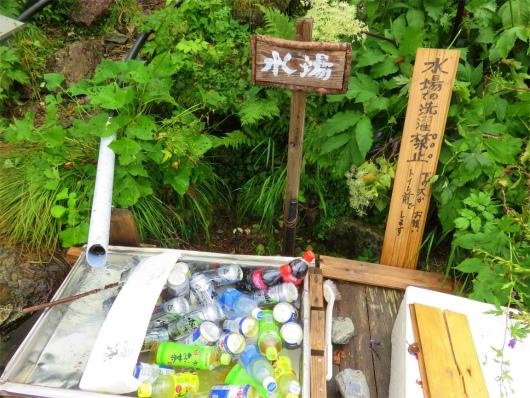 茶臼小屋水場