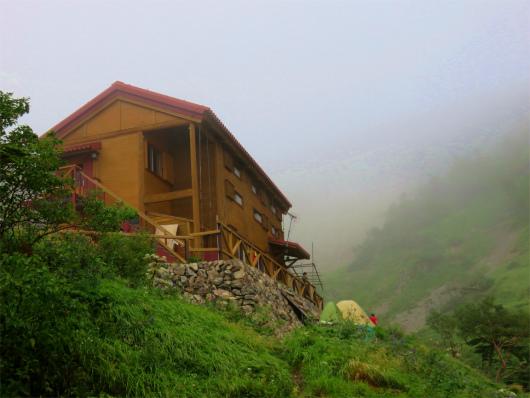 茶臼小屋裏側
