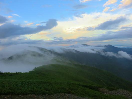 上河内岳から茶臼岳方面の稜線