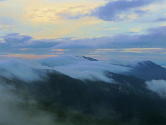 上河内岳方面から見る茶臼岳方面の景色