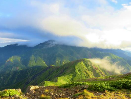 上河内岳の山頂からの聖岳方面の景色