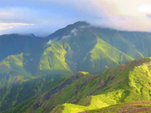 聖岳の山頂の雲が取れてた