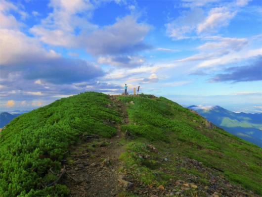 上河内岳の山頂の様子