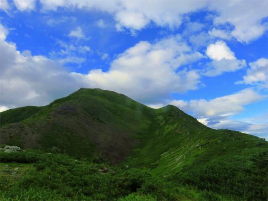 振り返っての上河内岳全景