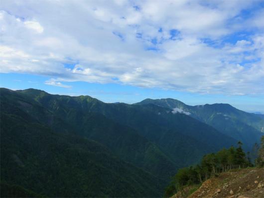 上河内岳~光岳への稜線遠望