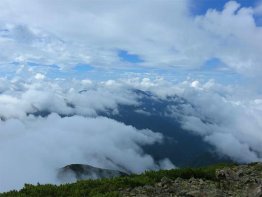 光岳・茶臼岳・上河内岳方面の稜線