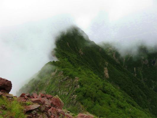 兎岳が雲をブロック