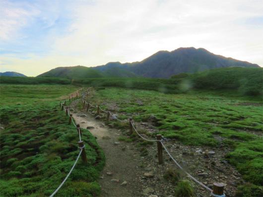 百間平から延びる赤石岳への縦走路