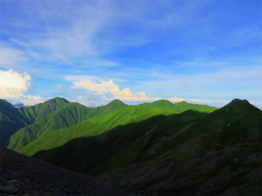 南アルプス南部の山並み