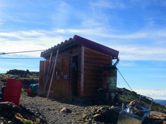 赤石岳避難小屋のトレイ