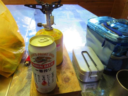 椹島ロッジ炊事場調理