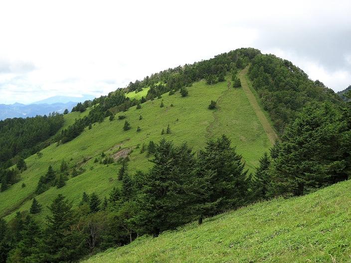 小金沢山方面から見る熊沢山
