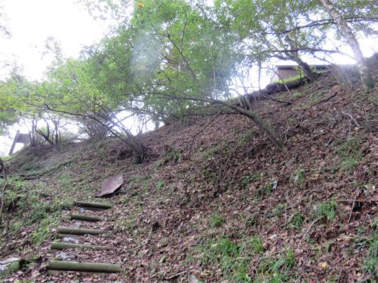 犬越路避難小屋直下の急坂