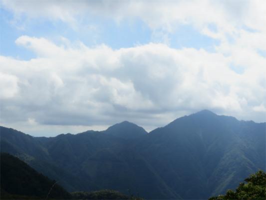 檜洞丸と青ヶ岳山荘方面
