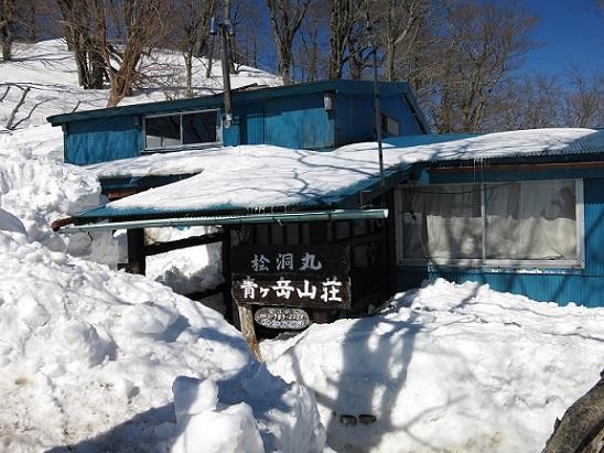 厳冬期の青ヶ岳山荘の様子